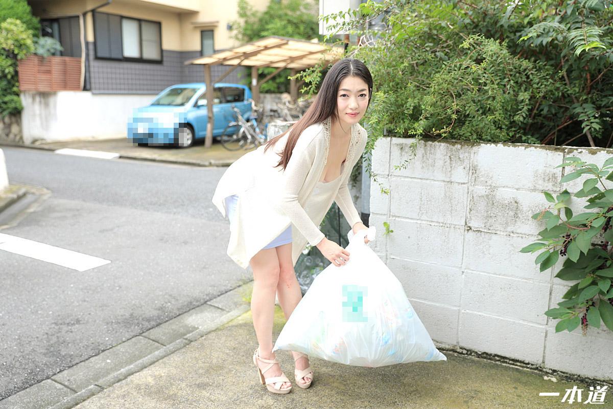 朝ゴミ出しする近所の遊び好きノーブラ奥さん 江波りゅう