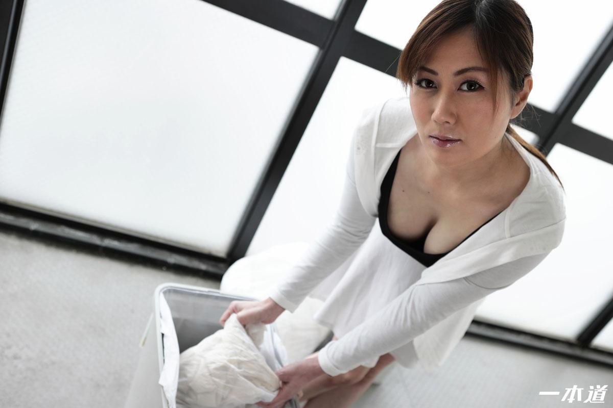 朝ゴミ出しする近所の遊び好きノーブラ奥さん 榎田まゆ美