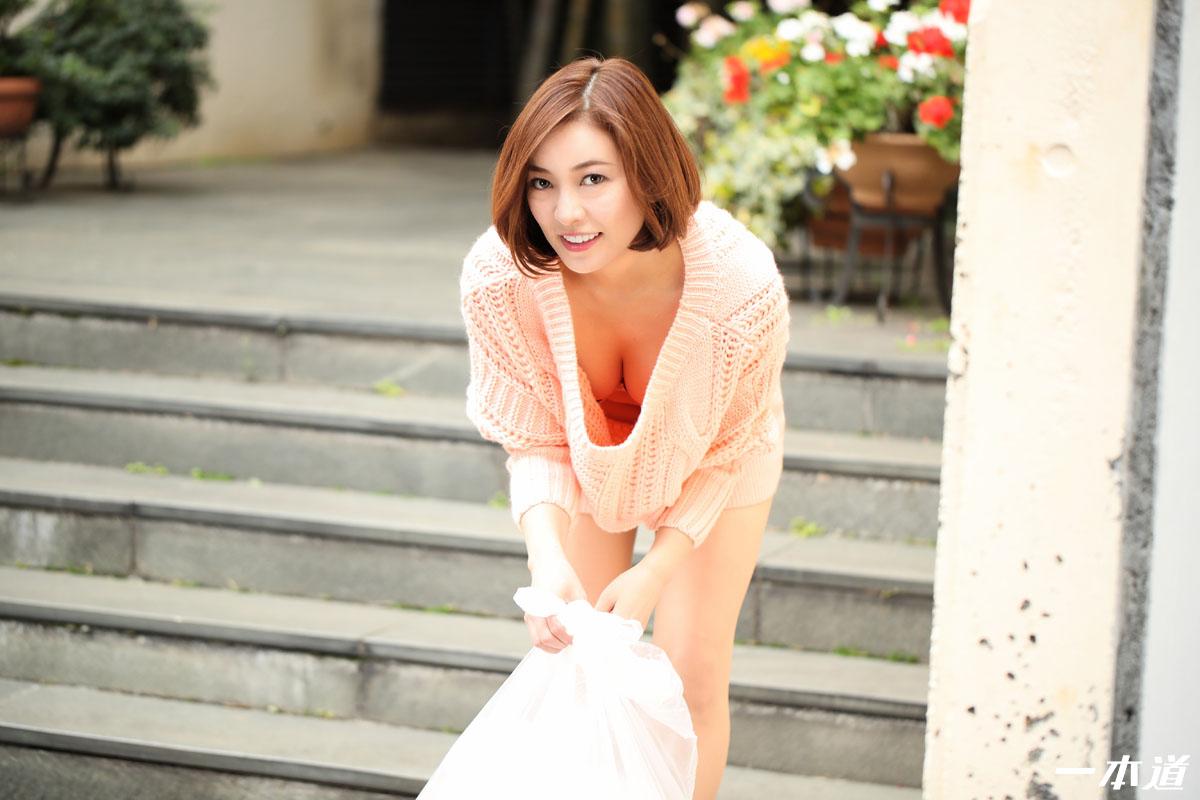 一本道 朝ゴミ出しする近所の遊び好きノーブラ奥さん HITOMI HITOMI
