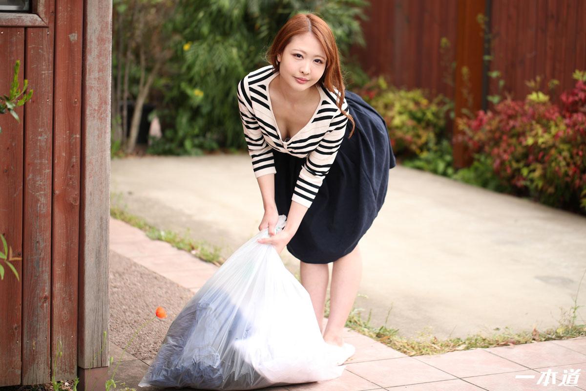 ピッカー:朝ゴミ出しする近所の遊び好きノーブラ奥さん 朝比奈菜々子:朝比奈菜々子