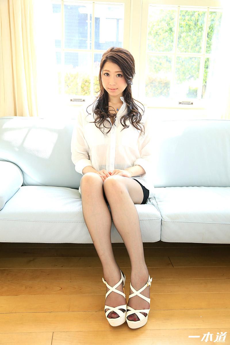 8頭身ノーパンパンスト美女の美脚に魅せられて!