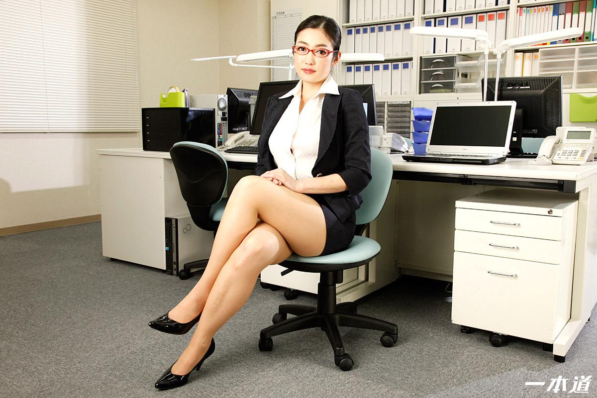 パンツを脱いでもメガネは外しません!~仕事の出来る女は性欲旺盛~