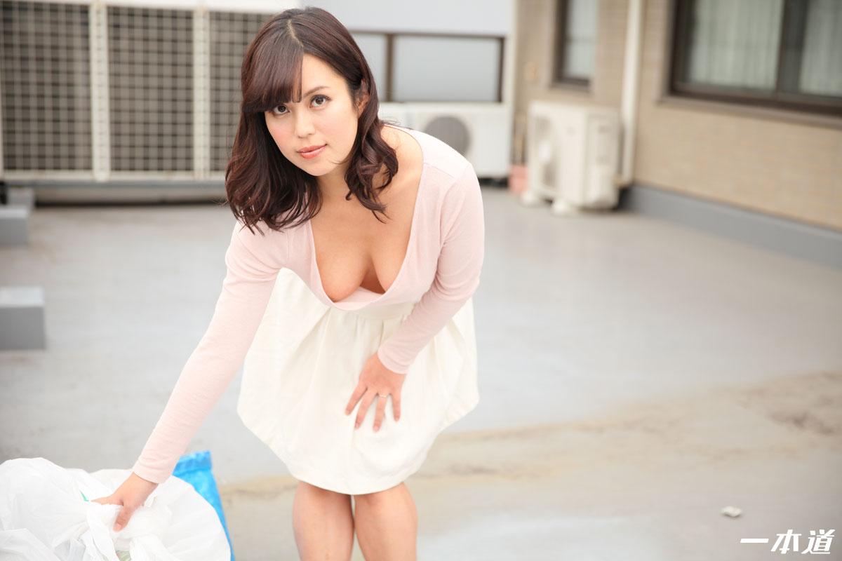 朝ゴミ出しする近所の遊び好きノーブラ奥さん 水原麗子