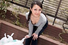 広瀬奈津美 朝ゴミ出しする近所の遊び好きノーブラ奥さん 広瀬奈津美