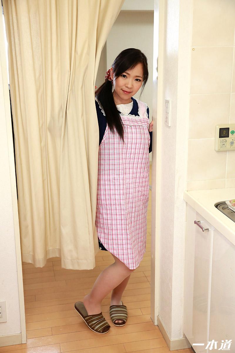美人料理講師をキッチンでつまみ食い
